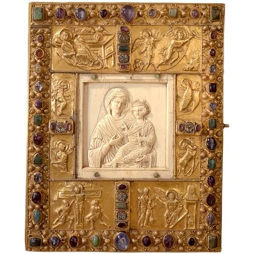 Byzantinische Elfenbeintafeln fanden im Westen als Dekoration von Buchdeckeln eine neue Verwendung © Domkapitel Aachen, Foto: Pit Siebigs